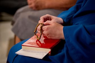 Pope to lead world shrines in Rosary prayer for pandemic May 30